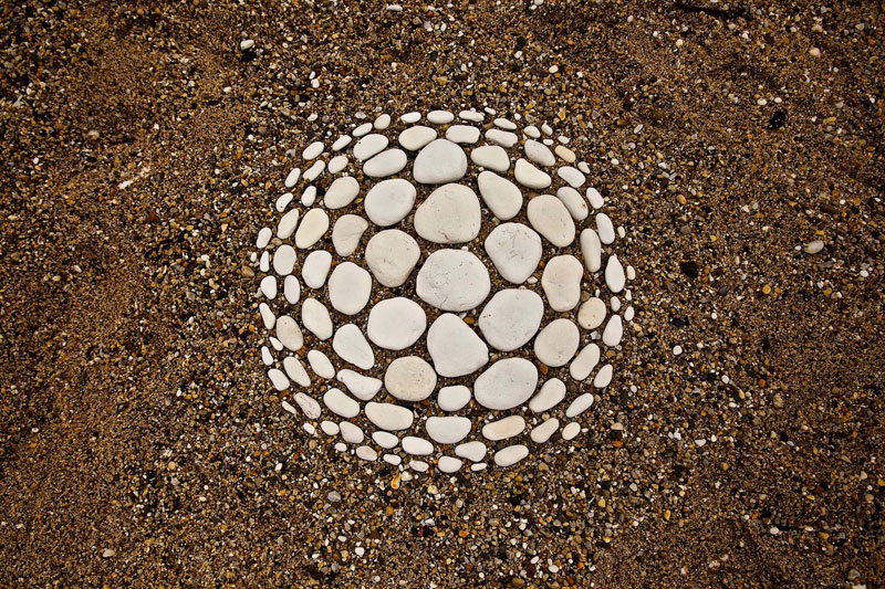 james blunt arranges natural objects into ephemeral patterns and designs 2 Artist Arranges Natural Objects Into Ephemeral Patterns and Designs