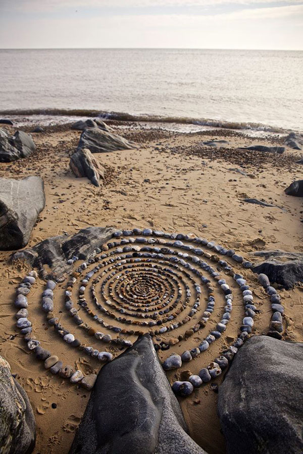 james blunt arranges natural objects into ephemeral patterns and designs 3 Artist Arranges Natural Objects Into Ephemeral Patterns and Designs