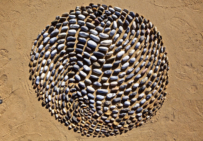 james blunt arranges natural objects into ephemeral patterns and designs 4 Artist Arranges Natural Objects Into Ephemeral Patterns and Designs