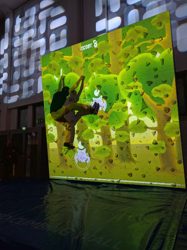 pong climbing wall augmented reality climbing wall 1 This Augmented Climbing Wall Lets You Play Pong Against Your Friends
