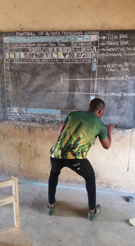 teacher using chalkboard to teach ms word draws praise and sparks ire 2 Teacher Using Chalkboard to Teach MS Word Draws Praise and Sparks Ire