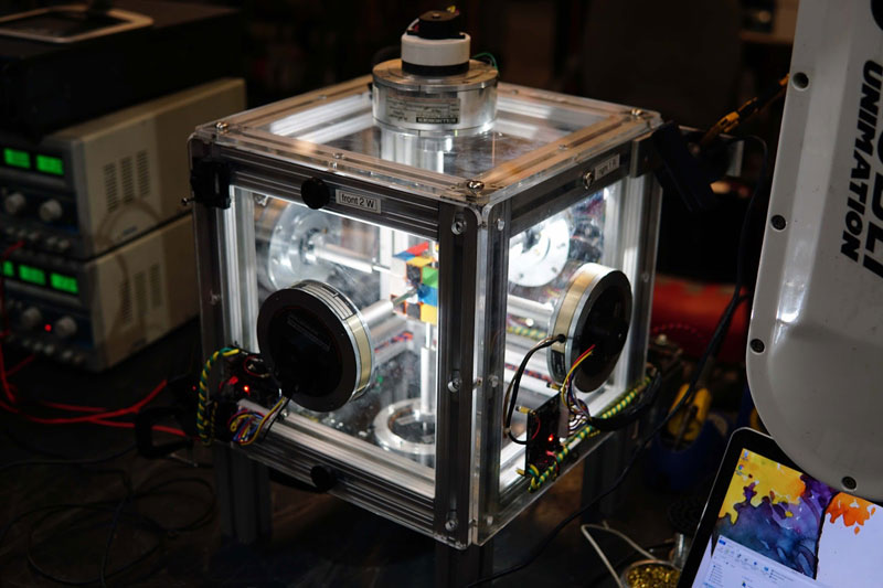 machine solves rubiks cube in 0 38 seconds 2 This Machine Just Solved a Rubiks Cube in 0.38 Seconds
