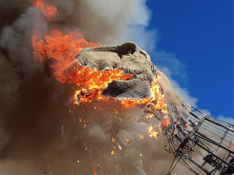 animatronic trex on fire 5 A Life Size Animatronic T Rex Burst Into Flames and the Pics are Metal AF