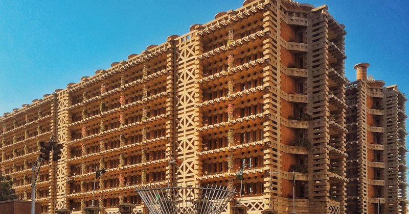 How Termites Inspired a Building that Can Cool Itself