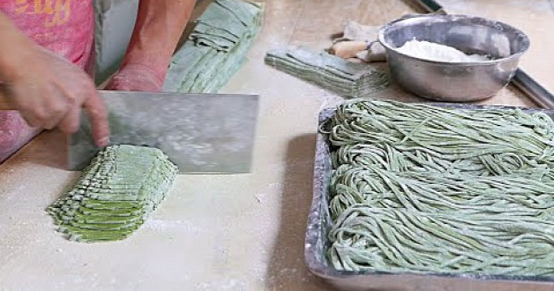 Zen Out to This Guy Masterfully Making Chinese SpinachNoodles