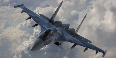 Russian Fighter Pilot Shows Off for Crowd With Amazing FlyingDemo