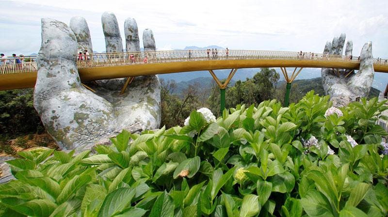 giant hands holding up golden bridge on ba na hills da nang vietnam 10 Giant Hands Raise Bridge in Vietnam to the Sky