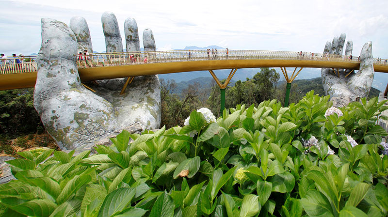 giant hands holding up golden bridge on ba na hills da nang vietnam 10 Giant Hands Raise Bridge in Vietnam to the Sky
