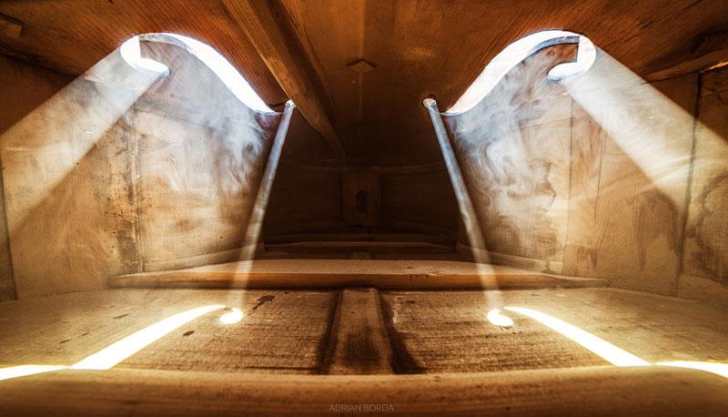 photos inside a cello 4 Amazing Photos from the Inside of a Cello