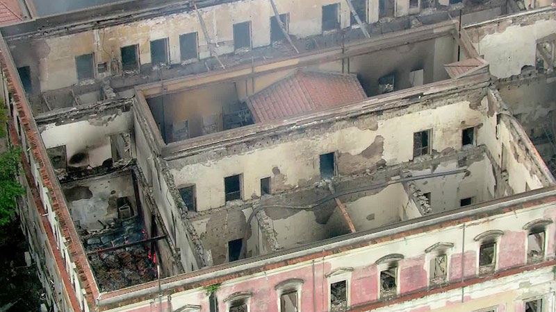 brazil museum rio on fire burns 1 Brazil Suffers Incalculable Cultural Loss as 200 Year Old Museum Burns