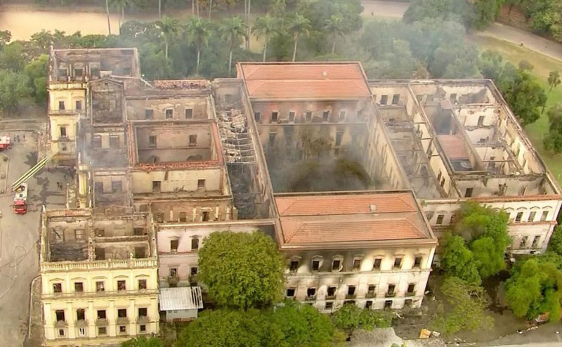 brazil museum rio on fire burns 8 Brazil Suffers Incalculable Cultural Loss as 200 Year Old Museum Burns
