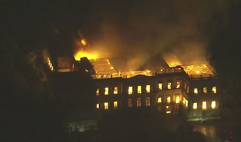 brazil museum rio on fire burns 9 Brazil Suffers Incalculable Cultural Loss as 200 Year Old Museum Burns