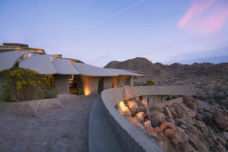 desert house by ken kellogg john vugrin 1 This Organic Desert House in Joshua Tree, CA is at One With Its Environment