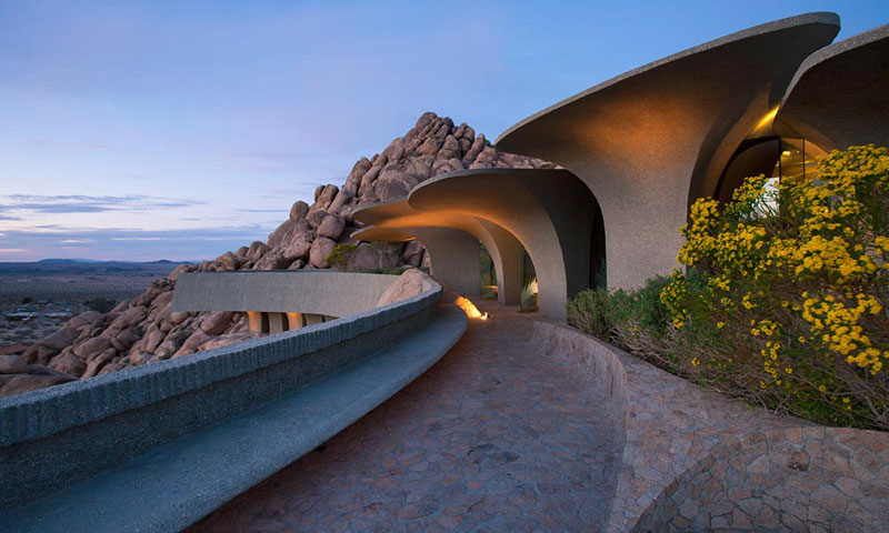 desert house by ken kellogg john vugrin 12 This Organic Desert House in Joshua Tree, CA is at One With Its Environment