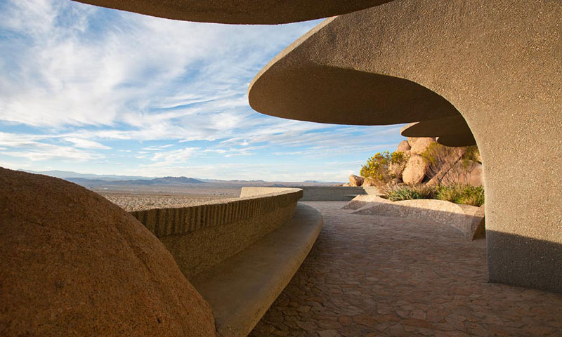 desert house by ken kellogg john vugrin 13 This Organic Desert House in Joshua Tree, CA is at One With Its Environment