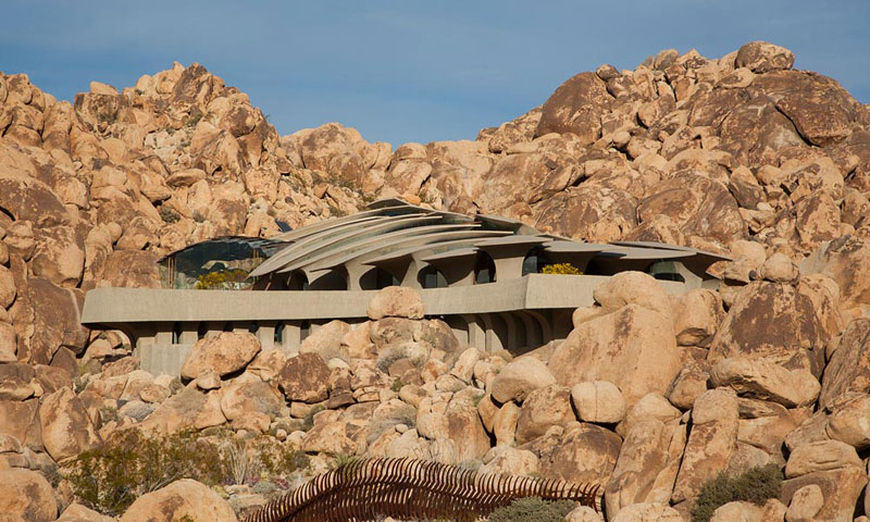 desert house by ken kellogg john vugrin 4 This Organic Desert House in Joshua Tree, CA is at One With Its Environment