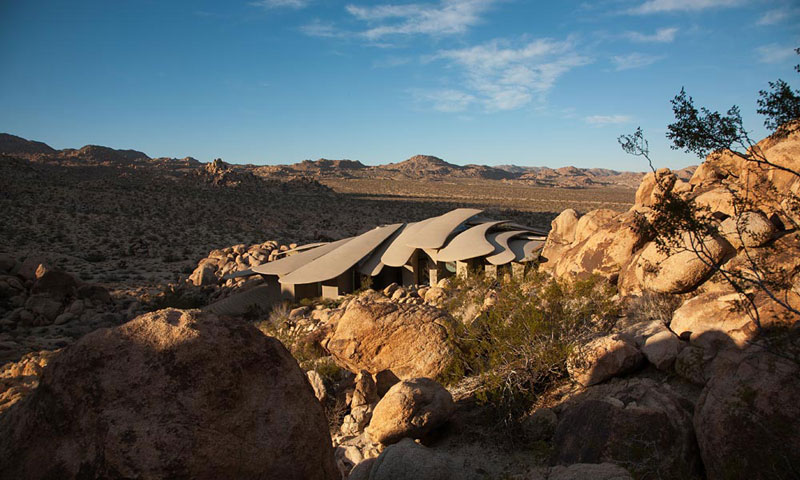 desert house by ken kellogg john vugrin 6 This Organic Desert House in Joshua Tree, CA is at One With Its Environment