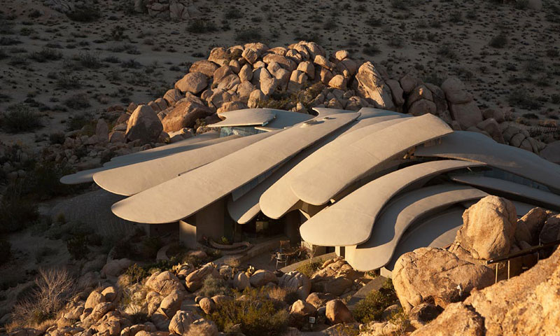 desert house by ken kellogg john vugrin 7 This Organic Desert House in Joshua Tree, CA is at One With Its Environment