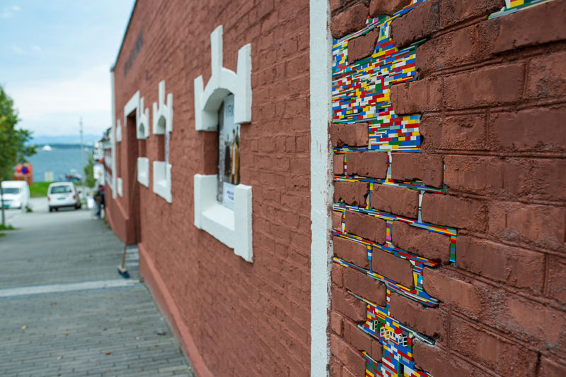 filling holes and cracks in walls with lego jan vormann 3 People Around the Globe Are Filling Cracks With LEGO (10 Photos)