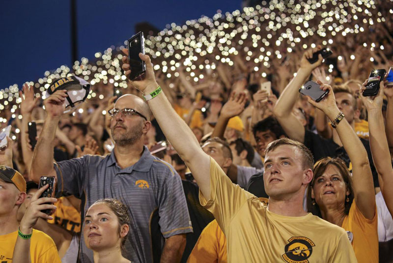 wave to the brave the amazing tradition at every iowa home game 5 Wave to the Brave: The Amazing Tradition at Every Iowa Home Game