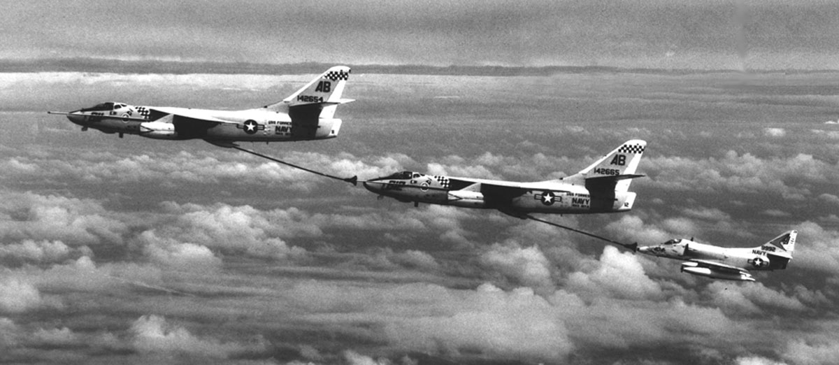 aerial refueling 1 Aerial Refueling Looks as Cool as It Sounds (10 Photos)