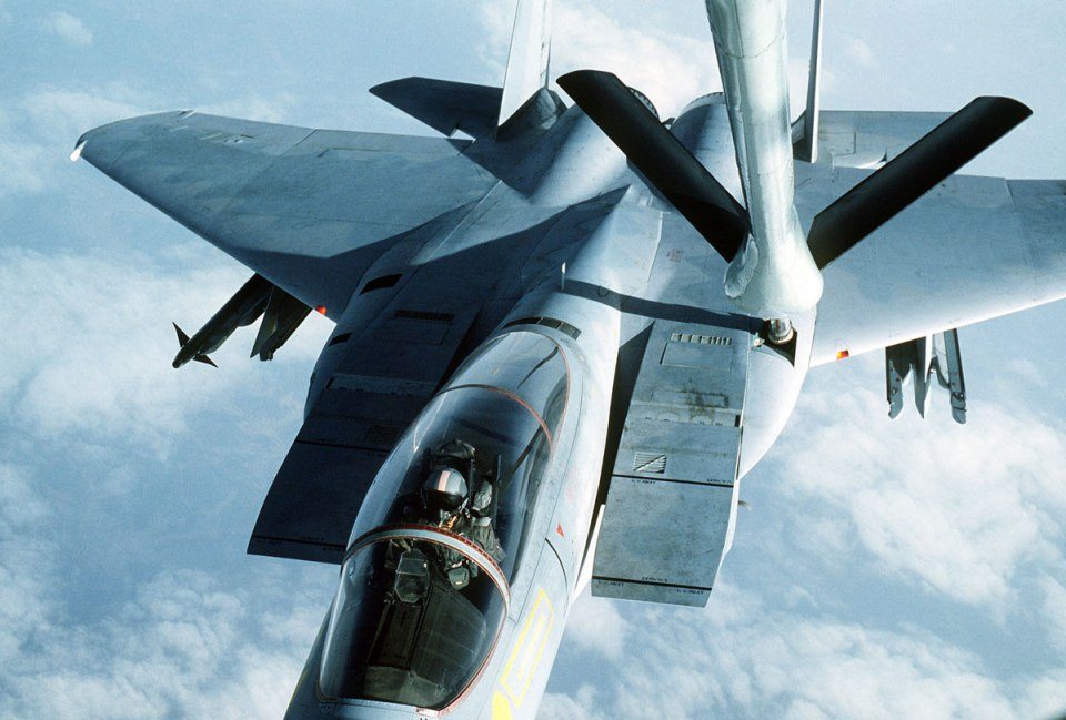 aerial refueling 3 Aerial Refueling Looks as Cool as It Sounds (10 Photos)