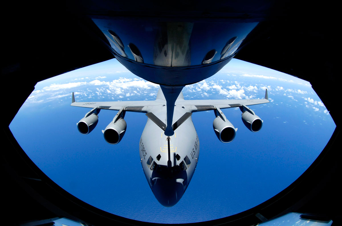 aerial refueling 5 Aerial Refueling Looks as Cool as It Sounds (10 Photos)