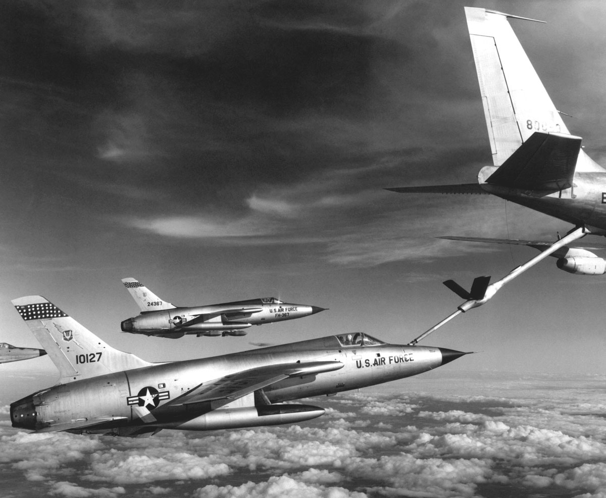 aerial refueling 7 Aerial Refueling Looks as Cool as It Sounds (10 Photos)