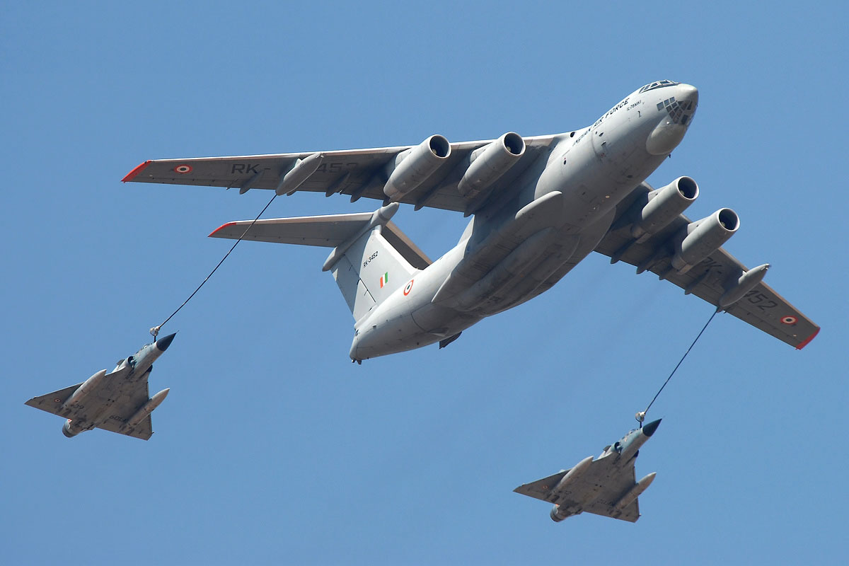 aerial refueling 8 Aerial Refueling Looks as Cool as It Sounds (10 Photos)