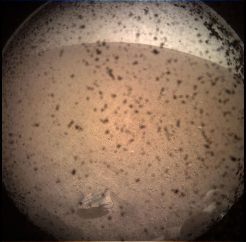 nasa insight lander on mars 1 Travelled 300 Million Miles, Took This Pic