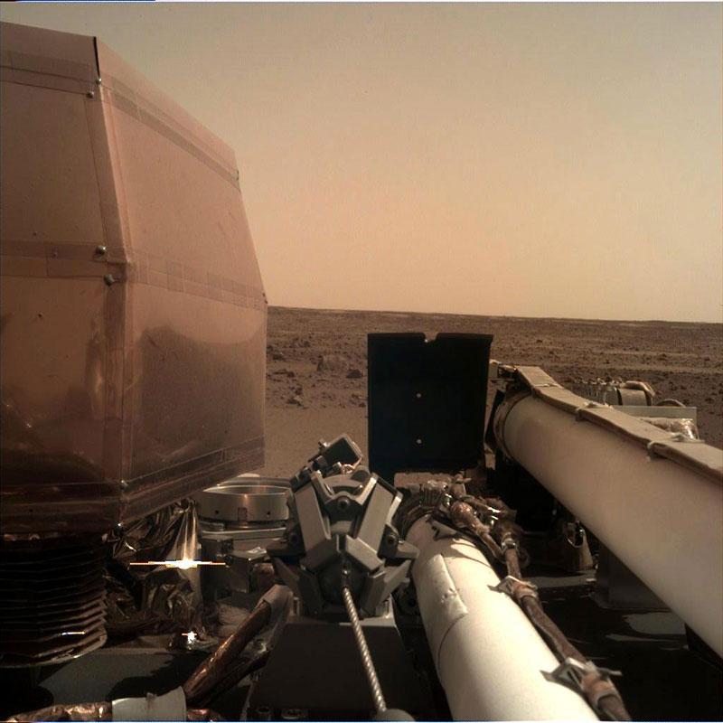 nasa insight lander on mars 2 Travelled 300 Million Miles, Took This Pic