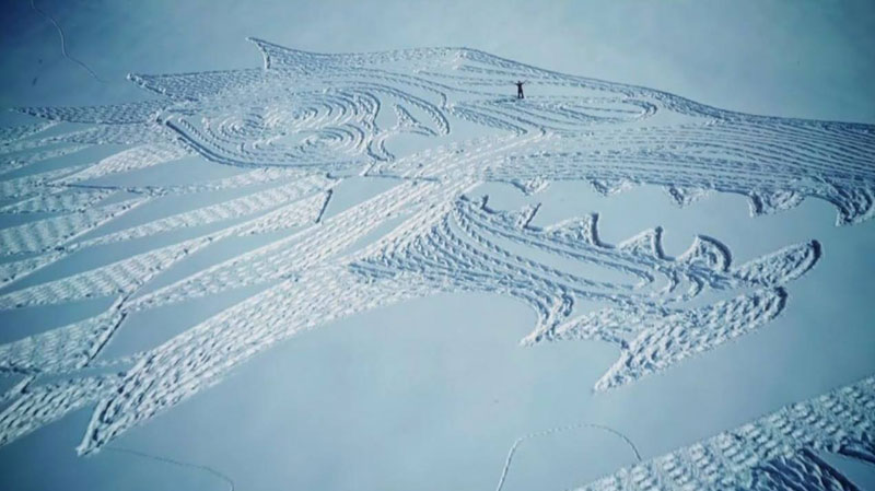 game of thrones direwolf snowshoe art by simon beck 3 A Giant Direwolf in the Mountains Made from Snowshoe Prints