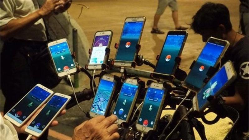Дядя Покемон, 70-летний геймер, который играет в покемонов, иди на 11 телефонов 4 Дядя Покемон, 70-летний геймер, который играет в покемонов, иди на 11 телефонов