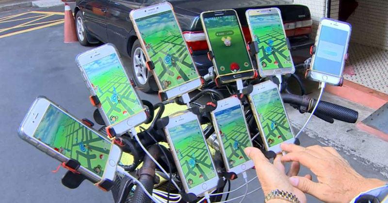 Uncle Pokemon, the 70-Year-Old Gamer That Plays Pokemon Go On 11Phones