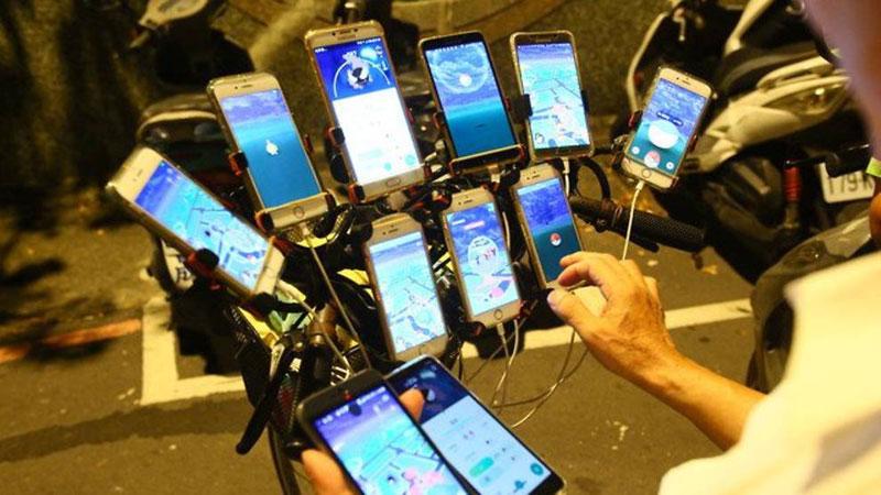 Дядя Покемон, 70-летний геймер, который играет в Pokemon Go на 11 телефонах 8 Дядя Покемон, 70-летний игрок, который играет в Pokemon Go On 11 телефонов
