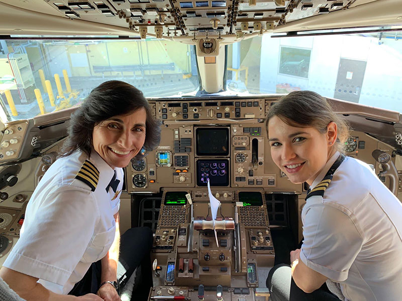 mom daughter flight crew These Photos of Mom and Daughter Teams on the Job are Awesome