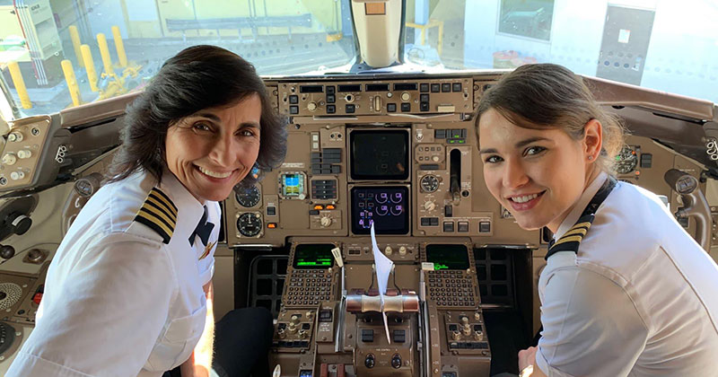 These Photos of Mom and Daughter Teams on the Job are Awesome — TwistedSifter
