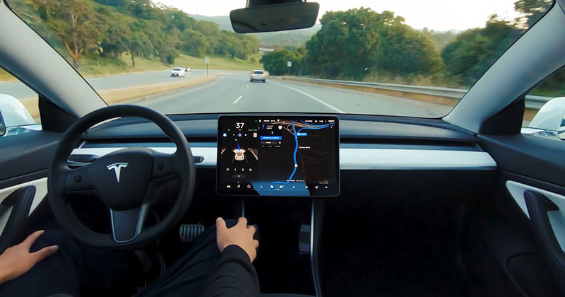 "A Full Self-Driving Tesla Timelapse from the ""Passenger's"" POV"