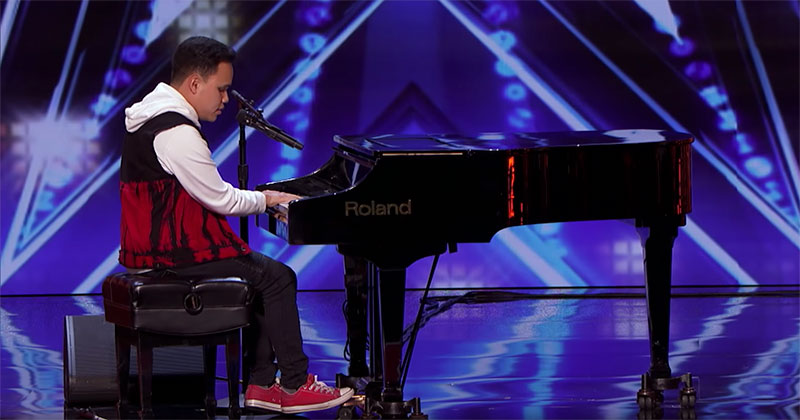 Blind and Autistic Musician Brings Audience to Tears With InspirationalPerformance