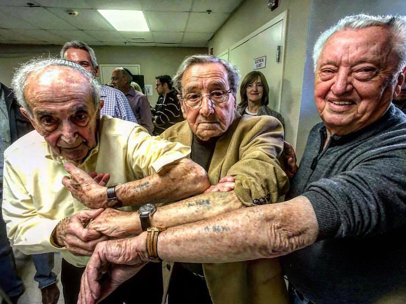 holocaust survivors in the same line at auschwitz meet 72 years later 1 Holocaust Survivors in Same Line at Auschwitz Meet 72 Years Later