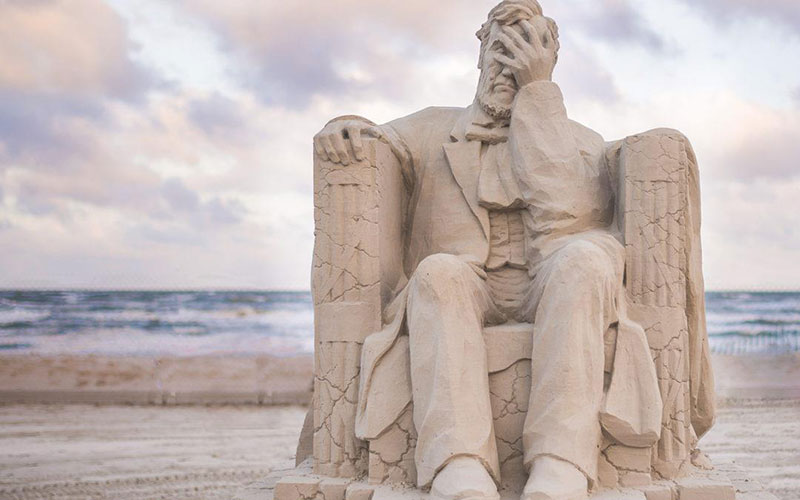 liberty crumbling by damon langlois 1 The Winning Sand Sculpture of the 2019 Texas Sand Sculpture Festival