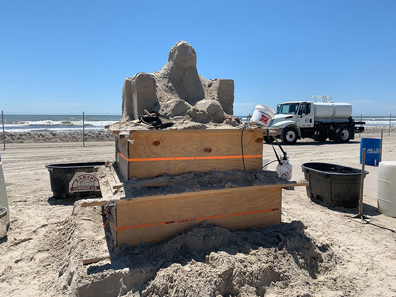 liberty crumbling by damon langlois 3 The Winning Sand Sculpture of the 2019 Texas Sand Sculpture Festival
