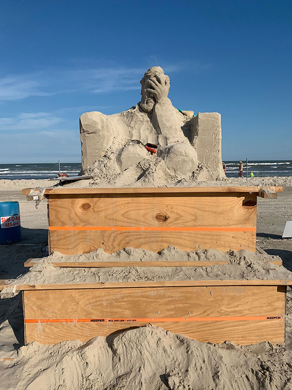 liberty crumbling by damon langlois 4 The Winning Sand Sculpture of the 2019 Texas Sand Sculpture Festival