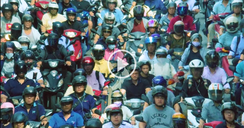 Multilayered Timelapse Captures the Chaotic Beauty of Scooters in Taiwan