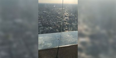 Chicago's Famous Glass Floor SkyDeck Just Cracked Under Visitors' Feet
