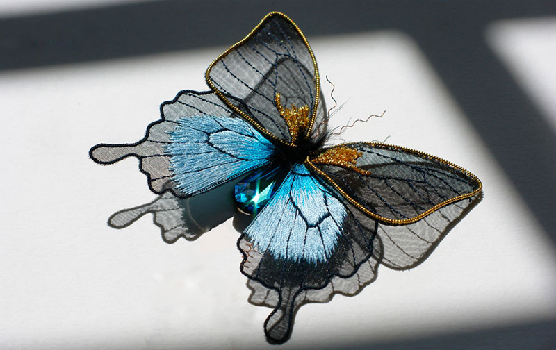 hand emroidered animals by laura baverstock 6 Stunning Animals Embroidered by Hand Using Colored and Metallic Thread