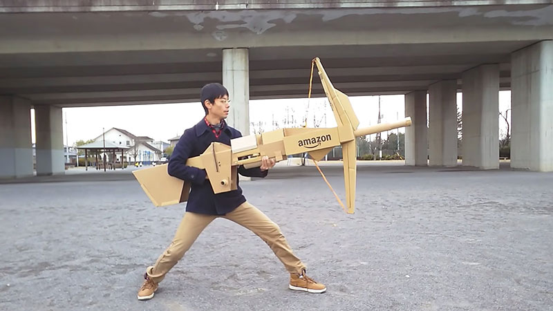 guy makes toy weapons from old amazon boxes 1 Guy Makes Oversized Novelty Weapons from Old Amazon Boxes