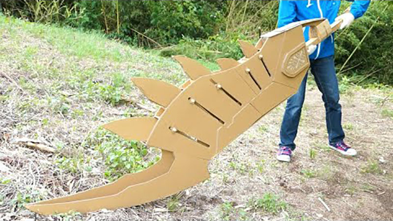 guy makes toy weapons from old amazon boxes 5 Guy Makes Oversized Novelty Weapons from Old Amazon Boxes