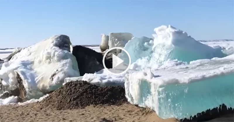 Surreal 'Ice Tsunami' Crashes Onto Shores of Dudinka,Russia