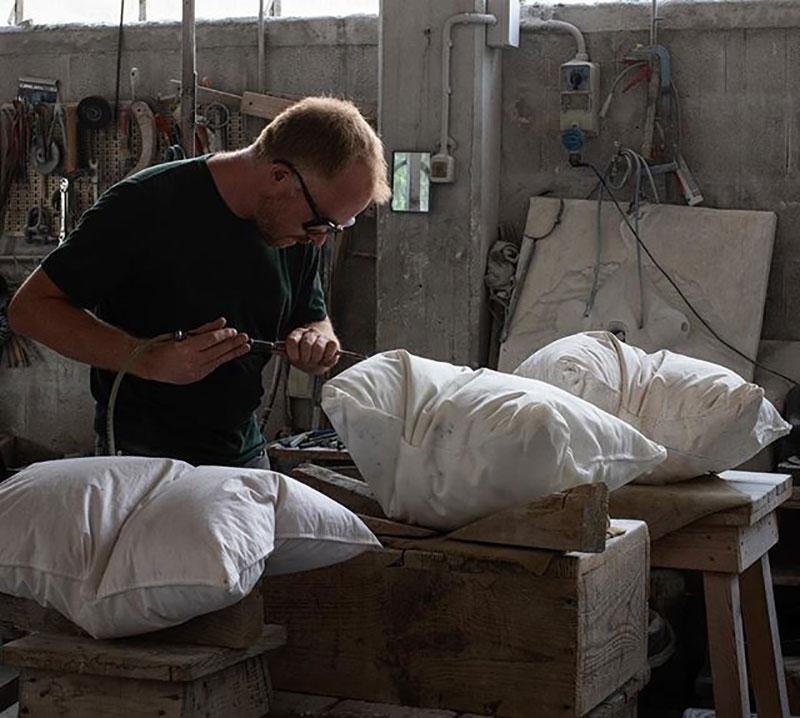 marble pillow sculptures by hakon anton fageras 2 Marble Pillows Chiseled by Hakon Anton Fageras